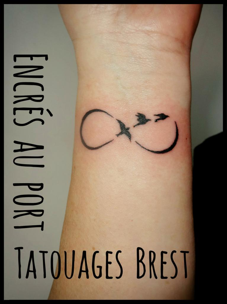 tatouage de l infini tatouage infini with tatouage de l infini top tatouage femme poignet. Black Bedroom Furniture Sets. Home Design Ideas